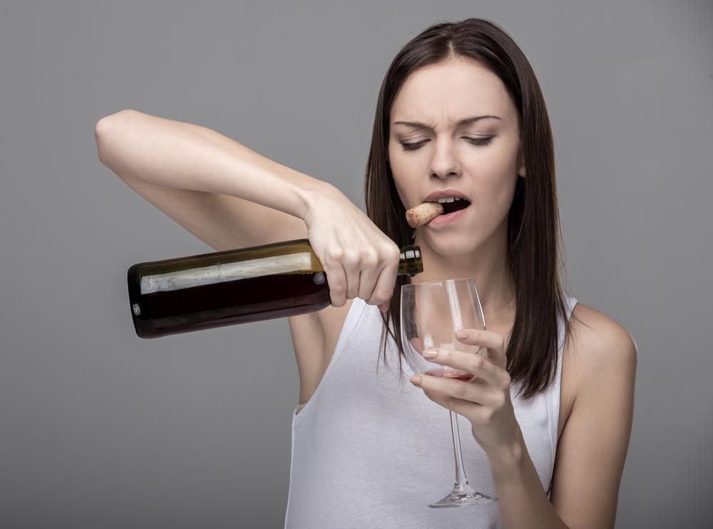 Kun sisäiset kontrollimme heikkenevät, mikä tapahtuu helposti stressaantuneena tai alkoholin nauttimisen seurauksena, alamme usein käyttäytyä tavalla, joka ei ole meille normaalia.